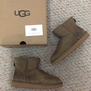 🆕 Authentic UGG khaki green brown boots- size 7